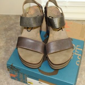 Pewter OTBT Sandals - Size 9
